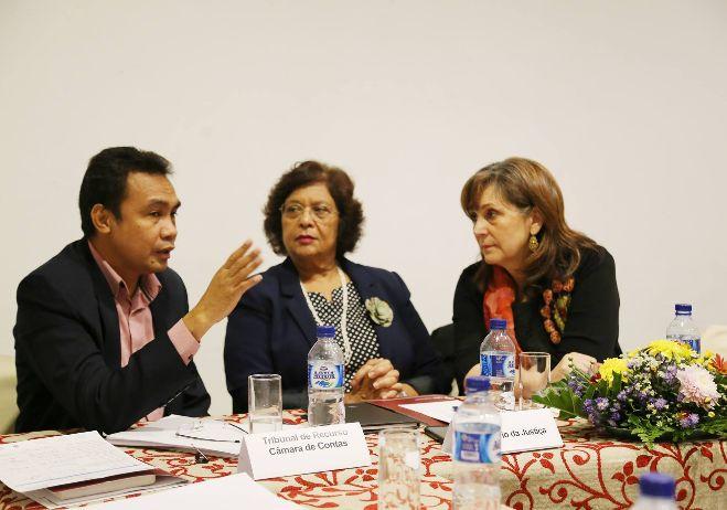 Encontro de conhecimento - 8 de março 2018, Díli | Deolindo dos Santos, Presidente do Tribunal de Recurso da RDTL; Ângela Carrascalão, Ministra da Justiça da RDTL; Conceição Gomes, CES