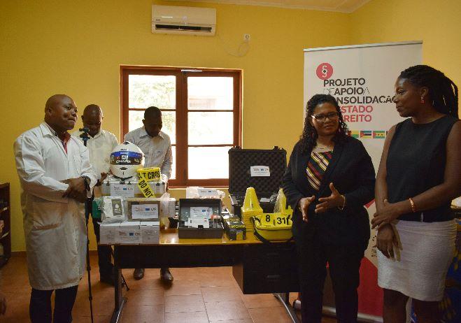 Entrega de duas motorizadas e material de laboratório à Polícia Judiciária de São Tomé e Príncipe, março de 2020