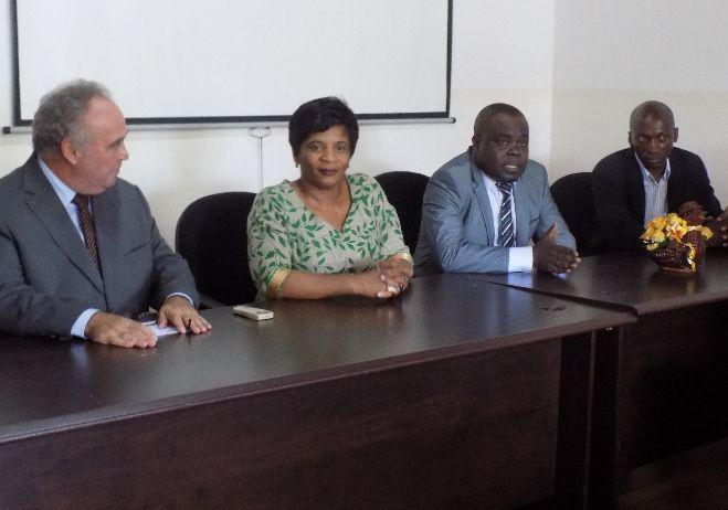 Entrega de duas viaturas e de equipamentos informáticos à Polícia de Investigação Criminal de São Tomé e Príncipe com a presença da ministra da justiça são-tomense, Ilza Amado Vaz - março 2018