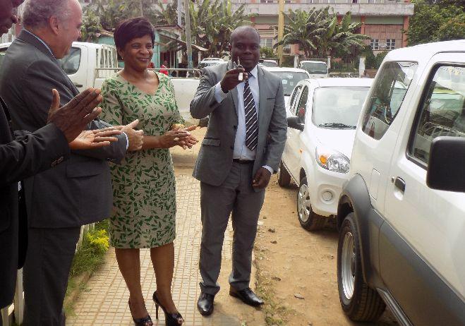Entrega de duas viaturas e de equipamentos informáticos à Polícia de Investigação Criminal de São Tomé e Príncipe - março 2018