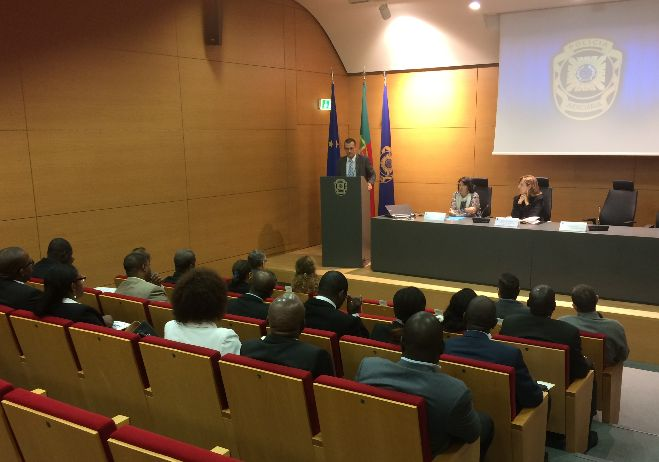 Formação de formadores nas áreas da corrupção, branqueamento de capitais e tráfico de estupefacientes - 7 novembro a 5 dezembro, instalações da EPJ, Lisboa