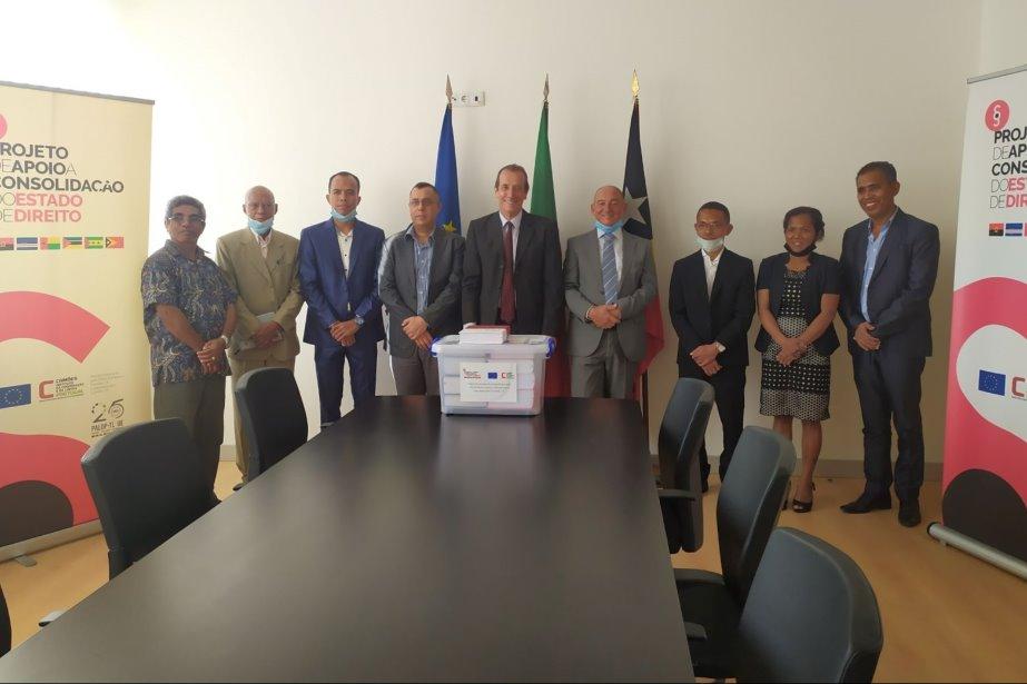 PACED PALOP-TL: Oferta de biblioteca jurídica aos novos juízes de direito timorenses