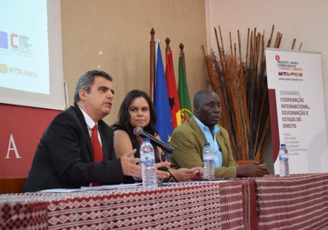 Carlos Nolasco (CES), Carla Adão (RTP África) e Fodé Mané (Univ. Amílcar Cabral)